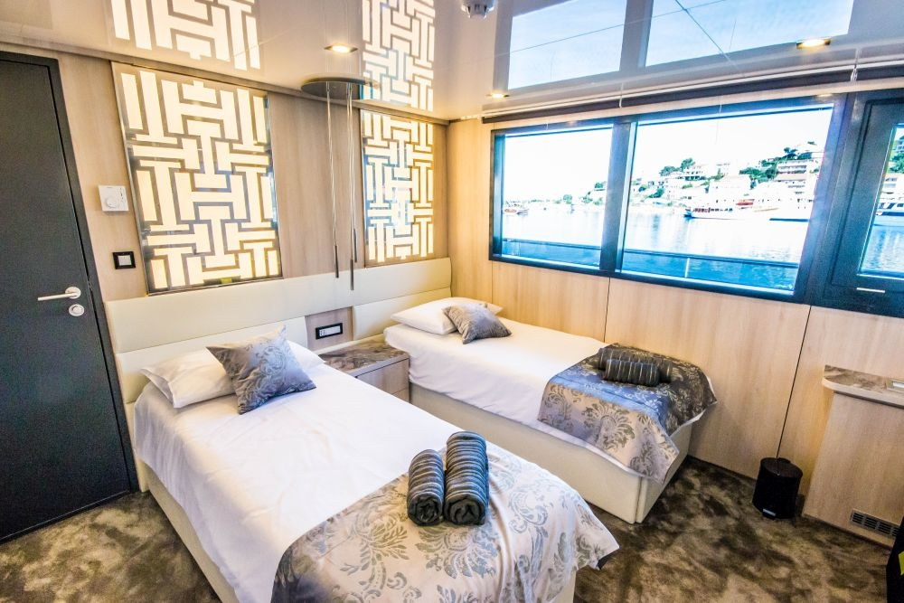 A preview of a Main Deck Cabin aboard The Black Swan.