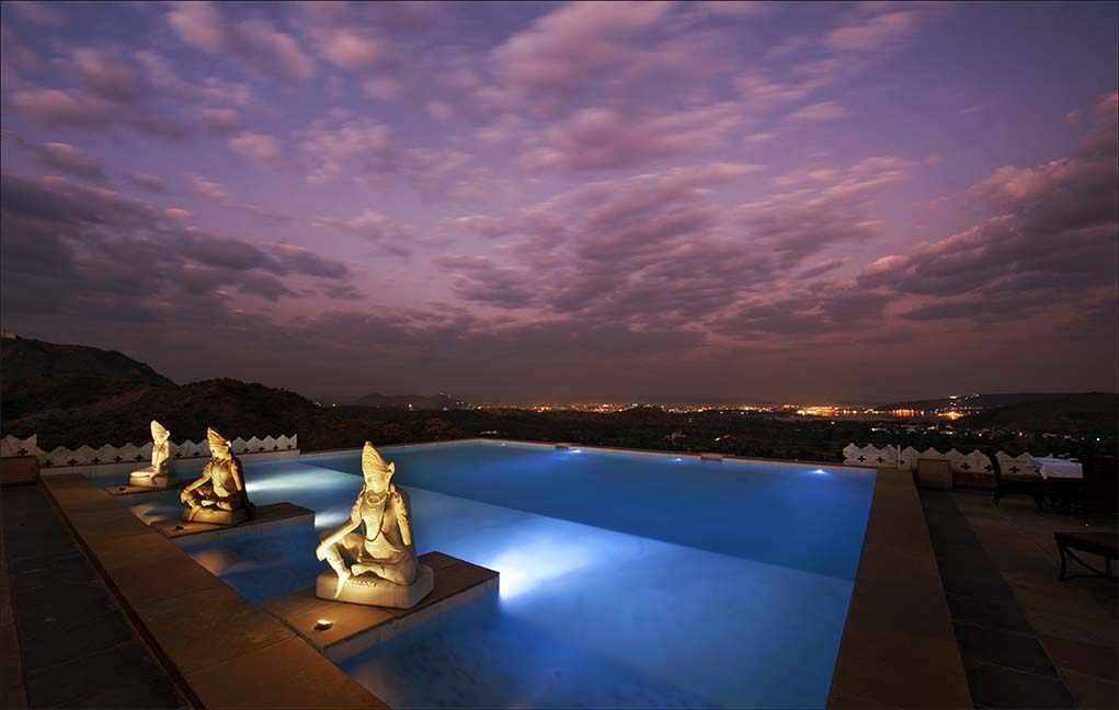 The beautiful wading pool at dusk at the Fate Garh in Udaipur.