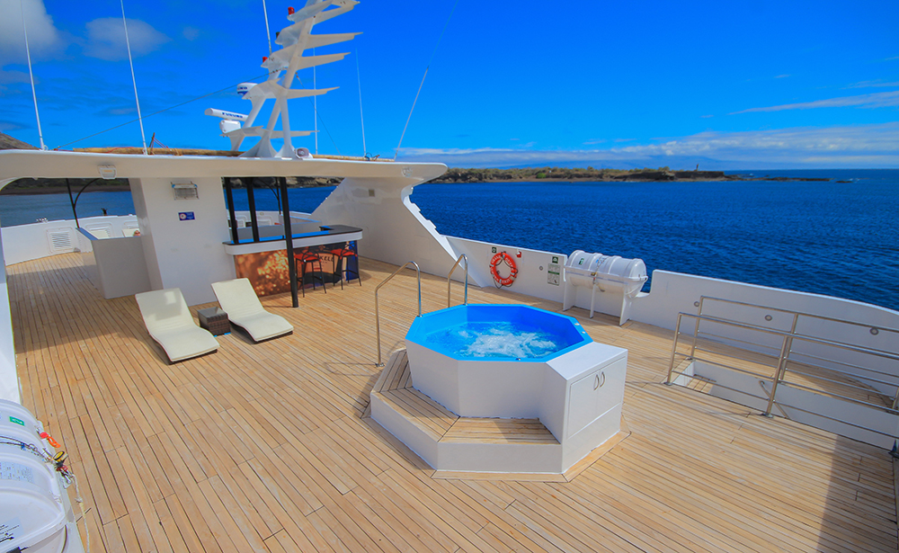 The Grand Queen Beatriz's new onboard hot tub.