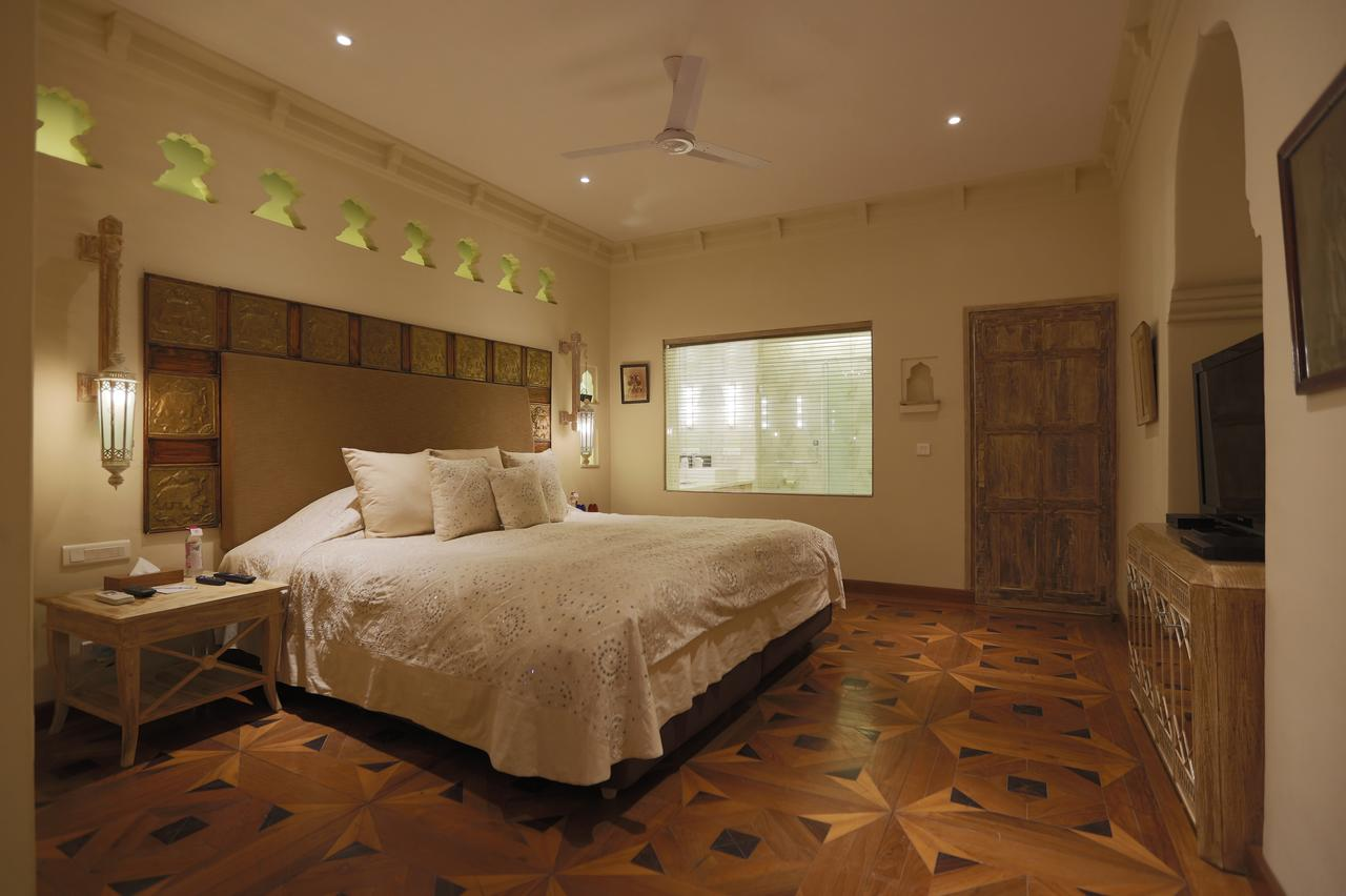 An example of a Grand Heritage Room outfitted with a king bed at Rawla Narlai.