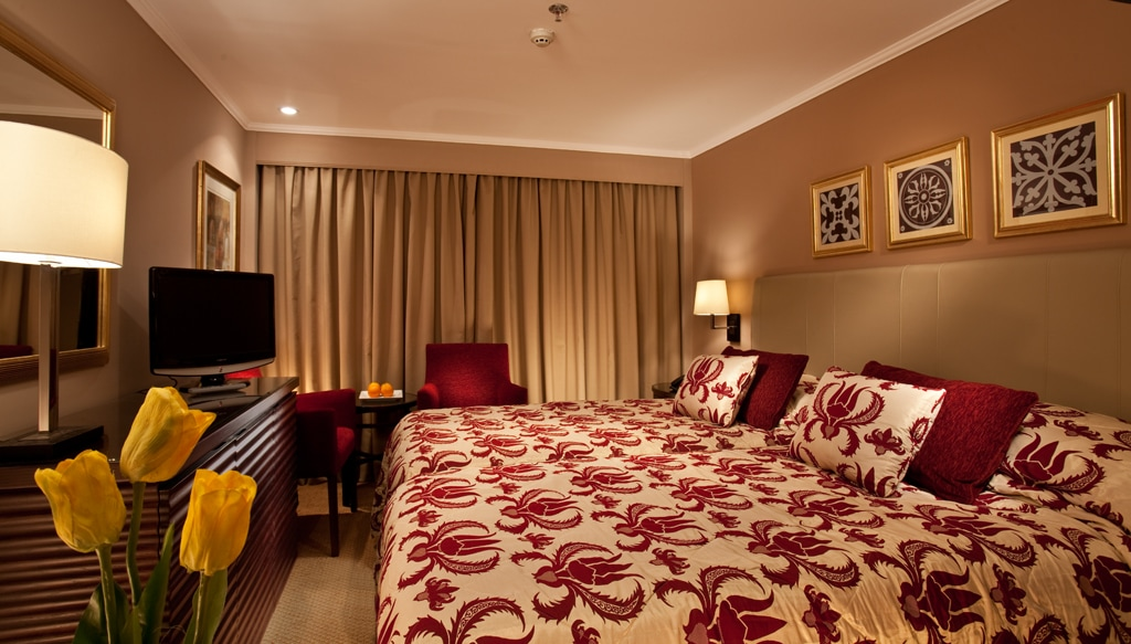 An example of a standard room aboard the Steinberger Legacy.