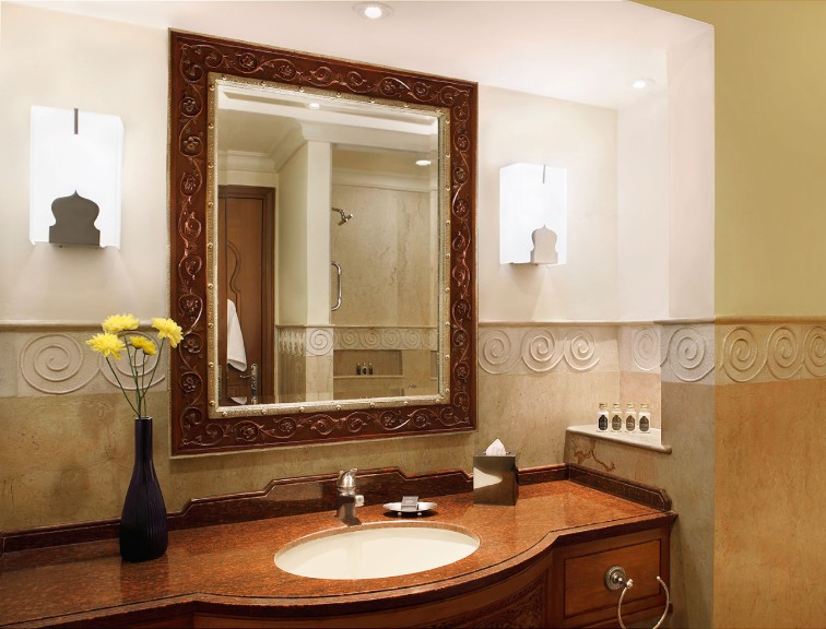 An example of the washroom inside the Deluxe Rooms at the Taj Hari Mahal.