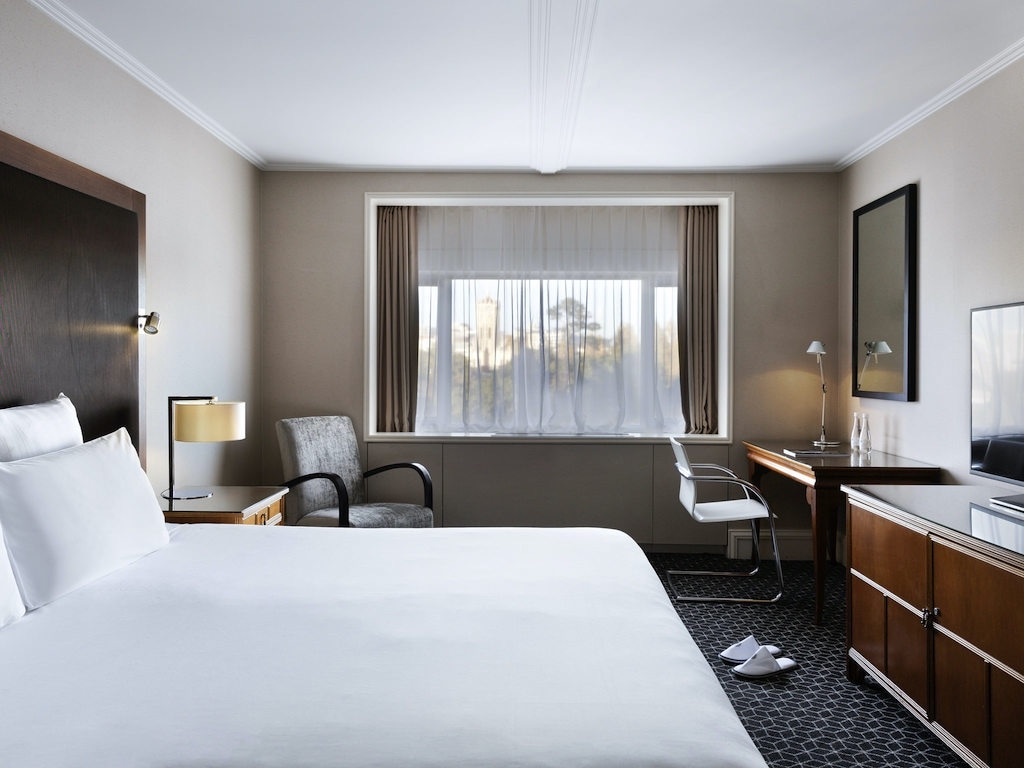 Refined, understated elegance will help you sleep off the jet lag at the Pullman Hotel Auckland.